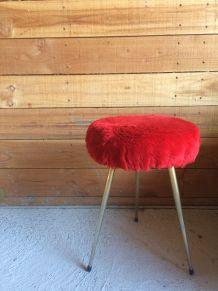 Tabouret rouge moumoute ! Vintage