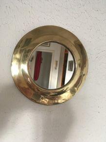 Miroir rond en laiton .