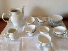 Service à café en porcelaine blanche