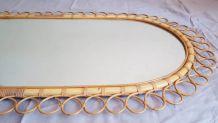 Grand miroir ancien ovale en rotin et bambou.