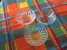 Lots de 3 Ramequins ou coupelles en verre moulé et ciselé