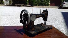 Machine à coudre Naumann