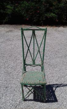 Chaise en paille peinture vert pale
