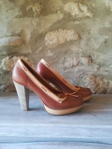 belle chaussure rétro vintage en cuir