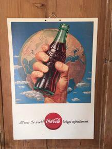 Affiche cartonnée publicitaire coca cola.