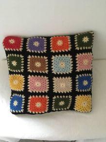 Coussin au crochet vintage style granny.