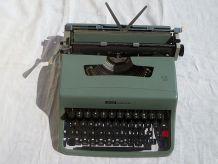 Machine a écrire Olivetti Lettera 32
