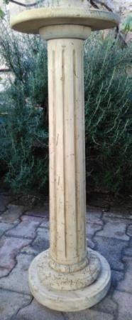 Colonne cannelée en bois naturel
