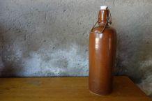 Bouteille en grès marron, numéro 11
