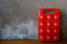 Boîte à œufs rouge écarlate vintage