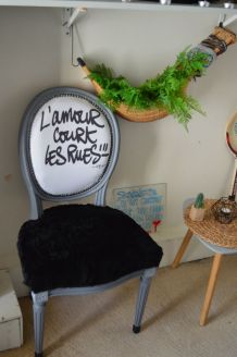 Chaise medaillon l'amour court les rues