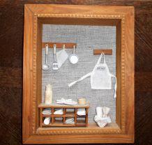 Cadre en relief avec décorations miniatures