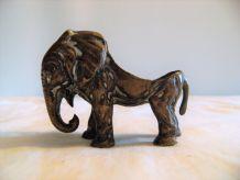 Cendrier bronze en forme d'éléphant