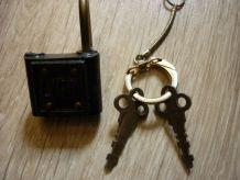Petit cadenas ancien    Vintage