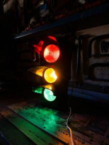 Veritable feu tricolore vintage année 70, lampe