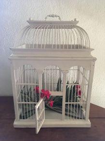 Grande cage de décoration en bois et fer.