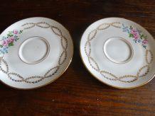 2 soucoupes  véritable porcelaine