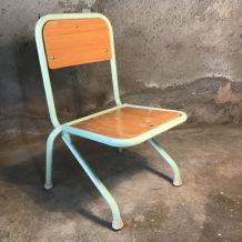 Petite chaise d'école verte d'eau