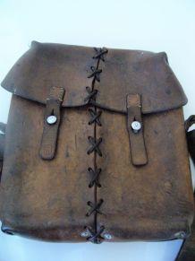 Besace saccoche sac en cuir signé L PORRET