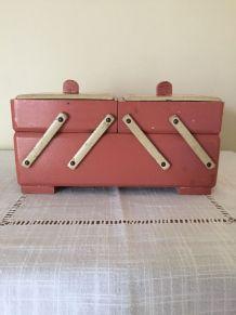Boîte à couture/travailleuse vintage