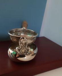 Passe thé en métal argenté