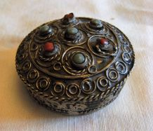Petite boite à bijoux à priser artisanal