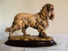 Statuette chien épagneul breton cocker en biscuit
