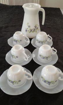 6 tasses à café+ 6 soucoupes + broc