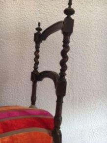 Paire de chaises en noyer style Louis XVI