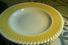 """6 assiettes creuses """"FB 16"""" jaunes relief Digouin"""
