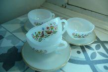 Service Arcopal tasses et soucoupes blanc