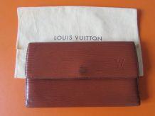 Portefeuille Vintage en cuir épi de la maison Louis Vuitton.