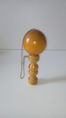Bilboquet ancien en bois vernis