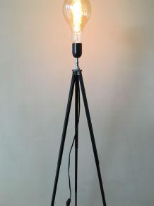 lampadaire s/ancien trépied photo métal_ampoule globe