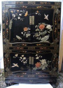 Armoire japonaise laquée motifs XXème siècle