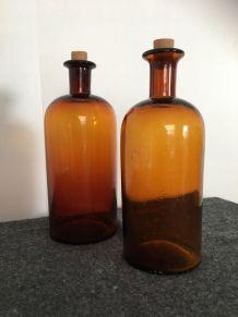 Duo de flacons d'apothicaire en verre ambré