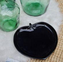 Plat céramique noire laquée forme fruit