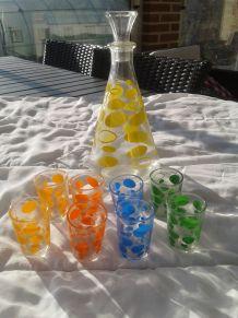 Carafe et 8 petits verres