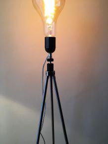 lampadaire s/anc. trépied photo métal_ampoule globe
