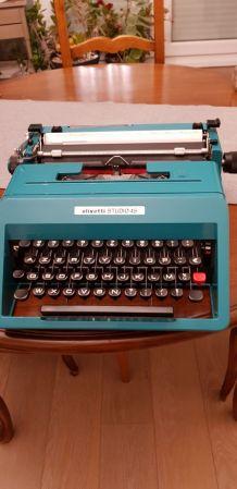 Machine à écrire 60/70 de marque Olivetti turquoise