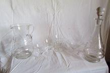 Service de verres à pieds ,2 carafes : 44 pièces