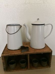Ensemble cafetière et pot à lait émaillés