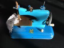 ancienne petite machine à coudre enfant