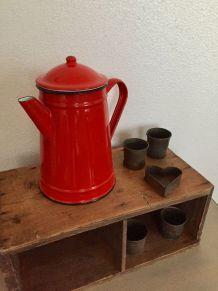 Cafetière rouge pour la cuisine
