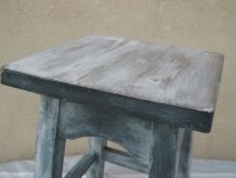 tabouret gris patiné