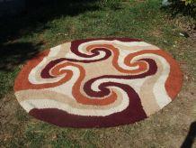 Beau tapis rond des années 70 en laine