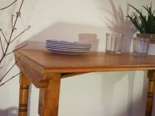 Table ancienne en bois massif naturel aux pieds tournés