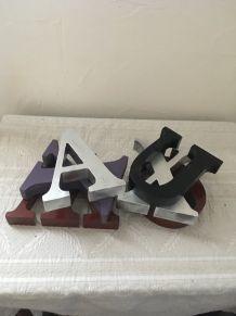 Lot 5 lettres en bois pour décoration.
