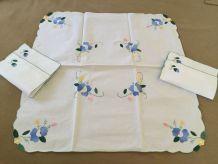 Jolie nappe à thé et ses 4 petites serviettes