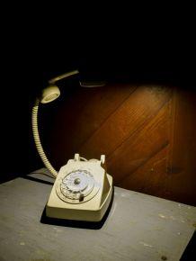 Lampe téléphone années 70. Livraison offerte